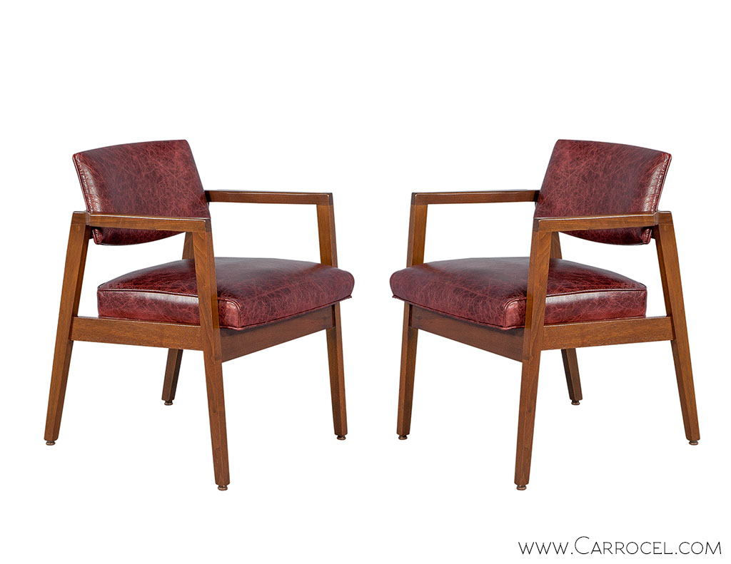 Pair of Mid Century Lounge Chairs 1